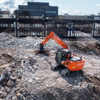 Enjoy the comfort of the Hitachi ZX130-7 and ZX135US-7